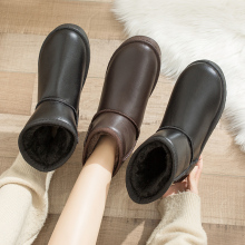 Women's boots with solid leather in winter