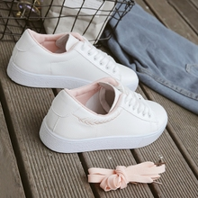 New artistic basic flat sole small white shoes